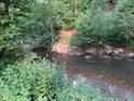 Zúžený tok Tiché Orlice v meandru u Rothovky.