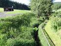 Tichá Orlice je tu jakoby zapadlá v trávě.