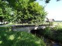 Silniční most přes Tichou Orlici v obci Dolní Orlice.
