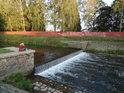 Dívat se na hučící vodu jezu, to přináší duši klid, nejinak tomu je také na Tiché Orlici v Ústí nad Orlicí.